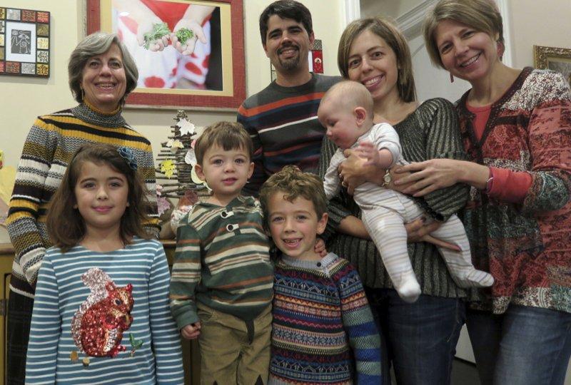 11-noviembre-2016-Pilar-Ortega-y-familia-celebrando-accion-de-gracias